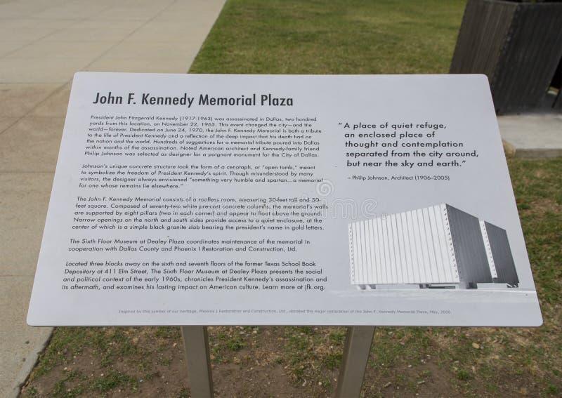 下油阴暗精炼厂天空 肯尼迪纪念广场,达拉斯,得克萨斯 免版税库存照片