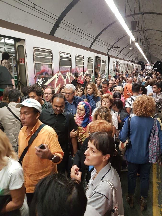 下班时间火车在罗马 免版税库存照片