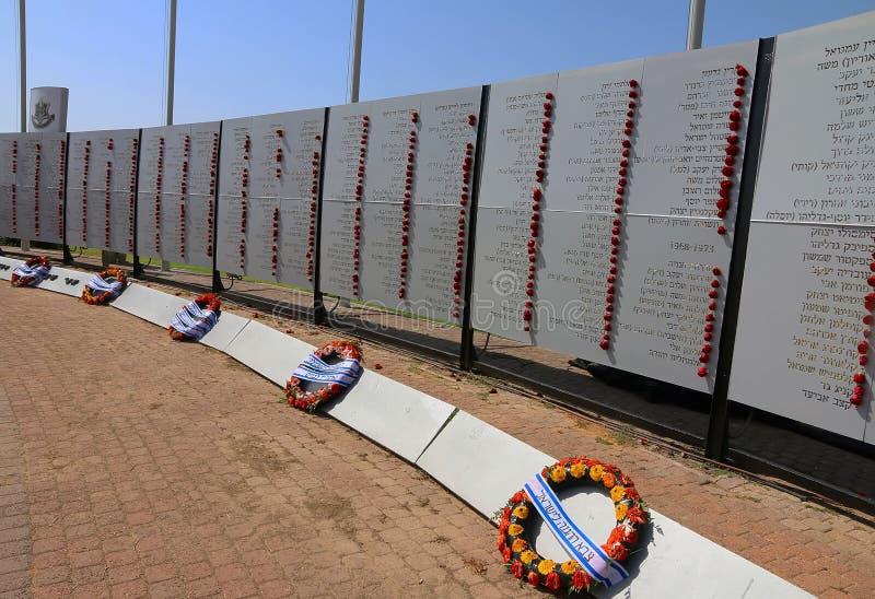 下落的战士的纪念墙壁,内塔尼亚以色列 免版税库存图片