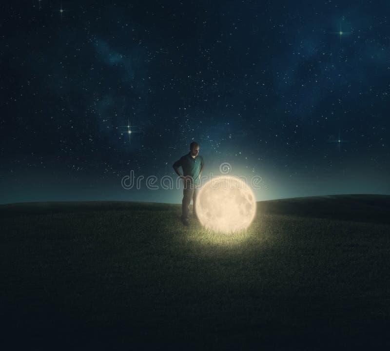 下落的月亮。 免版税库存图片