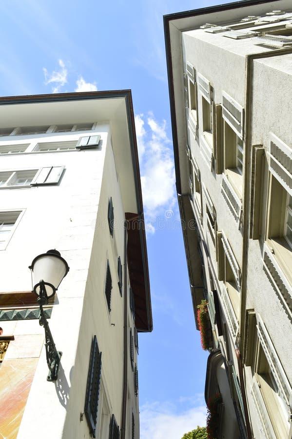 下蓝色大厦天空 库存照片