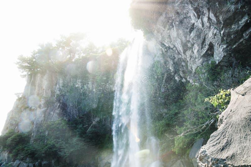 下跌从Joengbang瀑布的下落在西归浦,济州海岛,韩国 库存照片