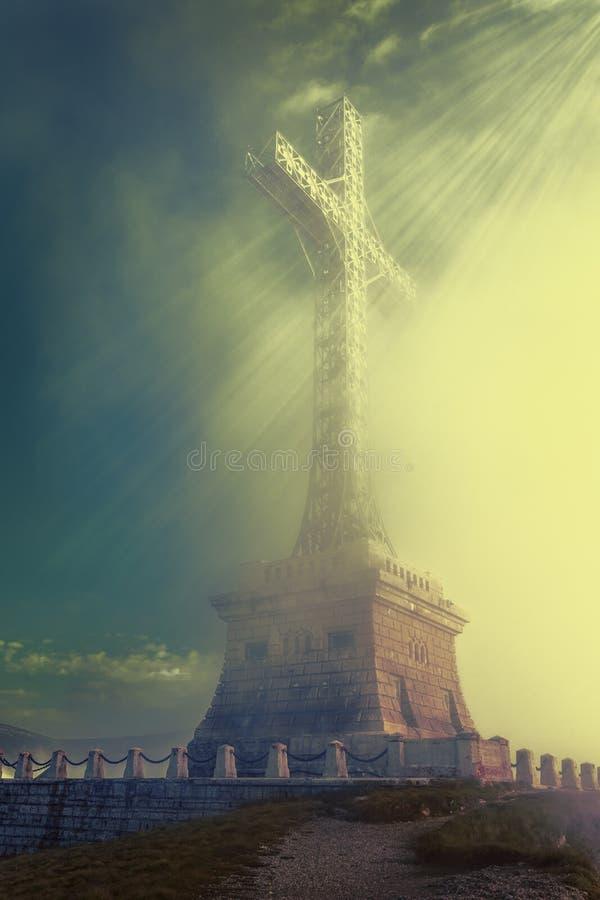 下跌在十字架的阳光 库存照片