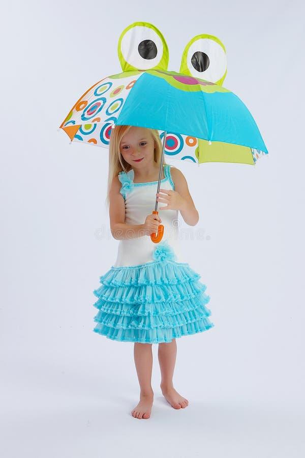 下逗人喜爱的女孩伞 库存图片