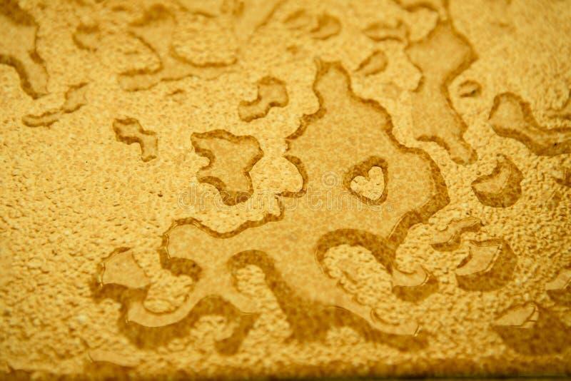 下降水面黄色 免版税库存图片