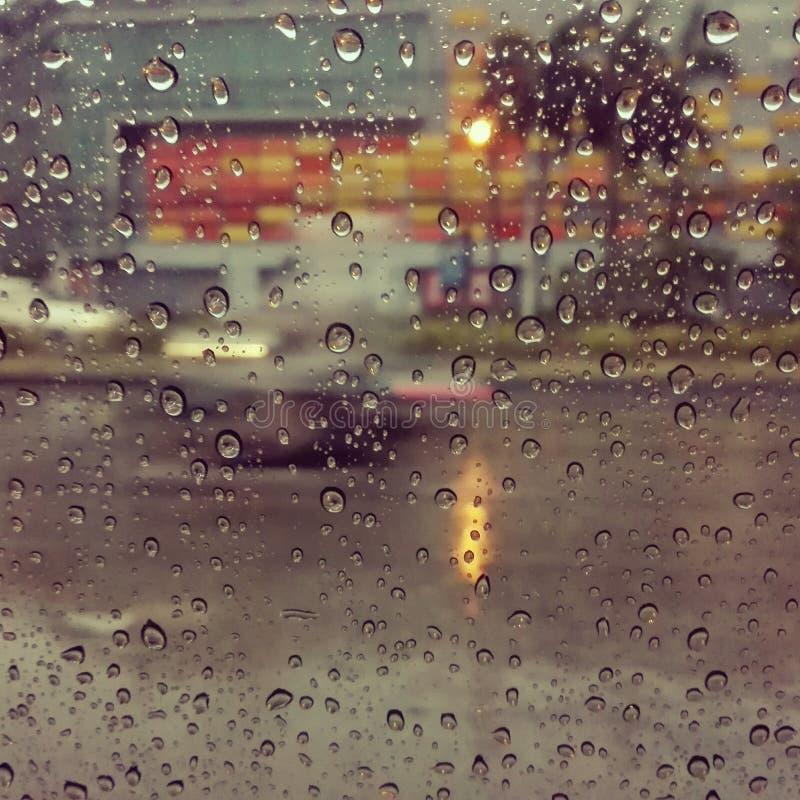 下雨从汽车里边的天 免版税库存图片