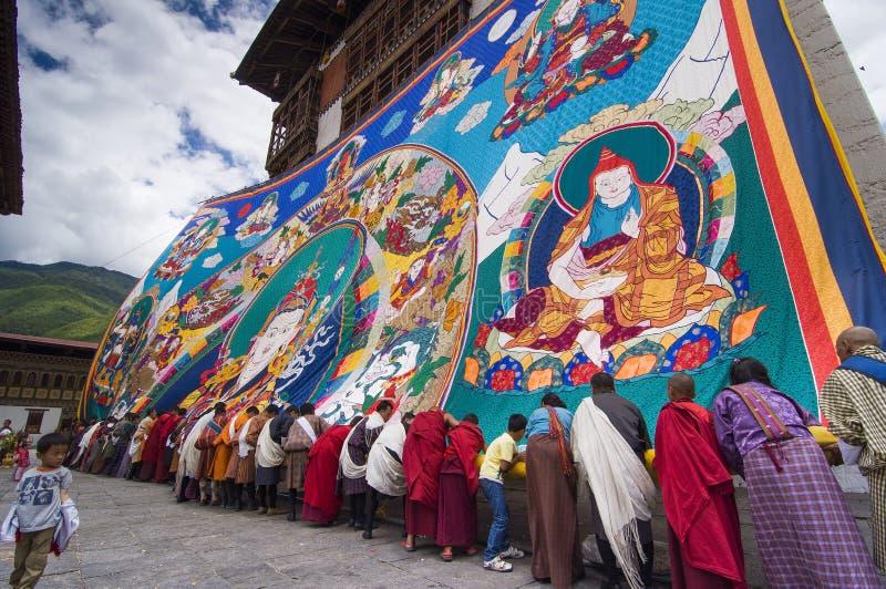 不丹公民存放巨大的宗师仁波切Thangka,Trashi Chhoe Dzong,廷布,不丹 免版税库存图片