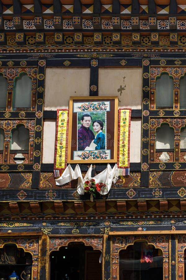不丹国王和妻子照片  库存图片