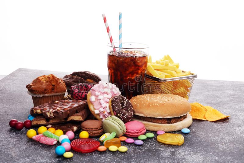 不健康的产品 图、皮肤、心脏和牙的食物坏 免版税库存图片