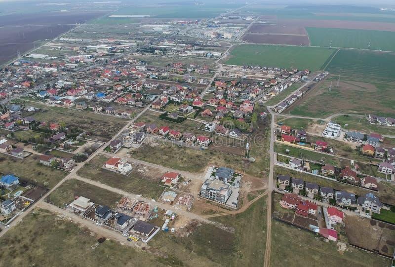 不动产发展在普洛耶什蒂,罗马尼亚,鸟瞰图 免版税库存照片