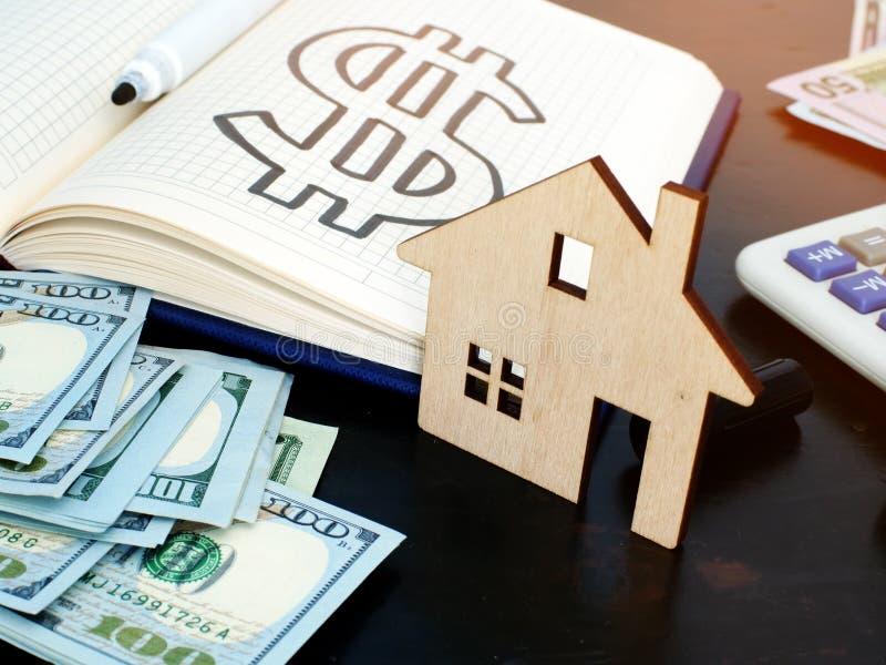 不动产投资和金钱购买房子的 免版税库存照片