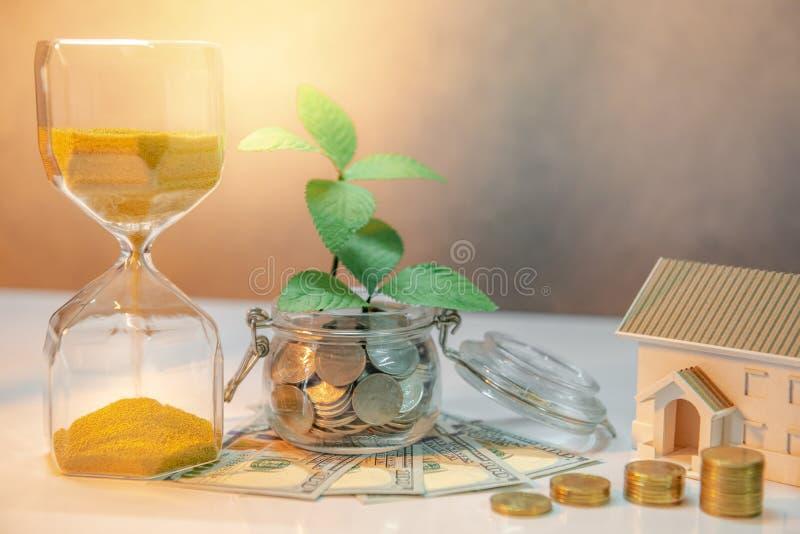 不动产投资 铸造概念保证金堆保护的节省额 免版税库存照片