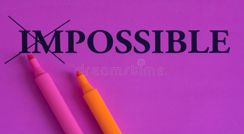 不可能是可能的,在明亮的背景的词,概念,艺术,变动,刺激,紫色,桃红色,桔子,标志,轮廓色_ 库存例证
