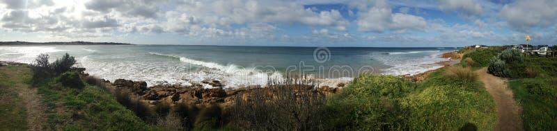 不可能的点,海浪断裂在冬天 库存照片