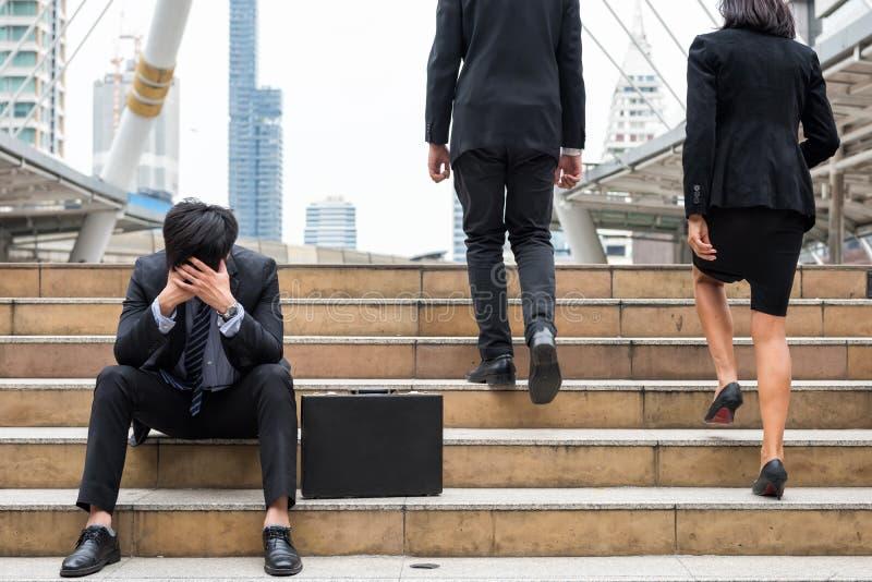 不合格的商人哀伤在城市 免版税库存图片