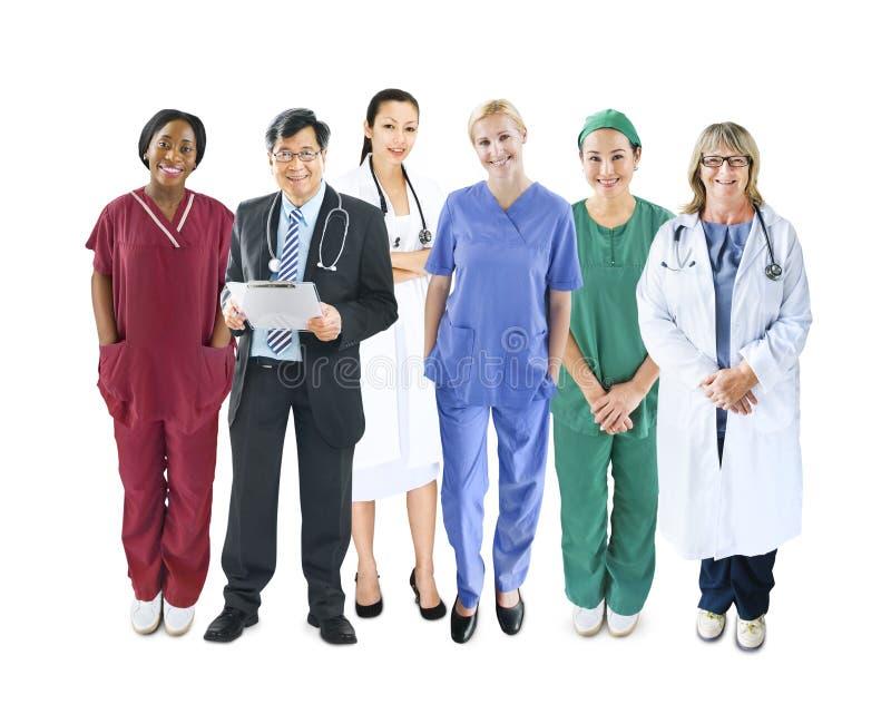 不同的不同种族的快乐的医疗队 库存图片