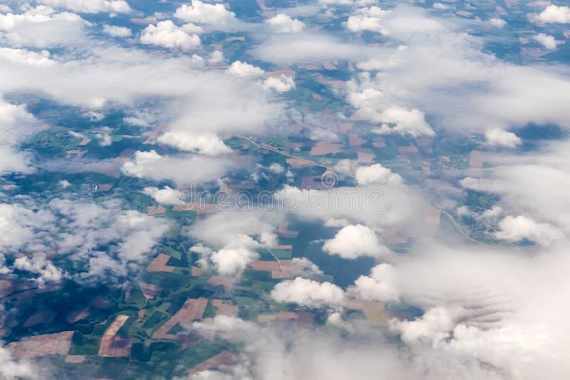 不同的云彩形成鸟瞰图  库存图片