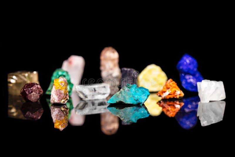 不同的五颜六色的矿物石头,自然地Healt的宝石 免版税图库摄影
