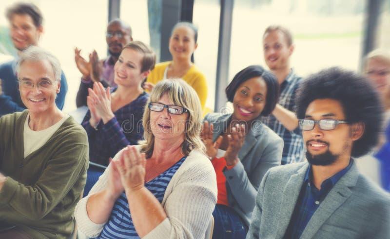 不同的人幸福友谊观众研讨会概念 图库摄影