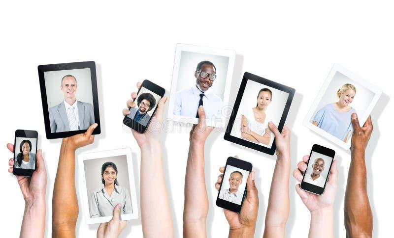 不同的人画象数字式设备的 免版税库存照片