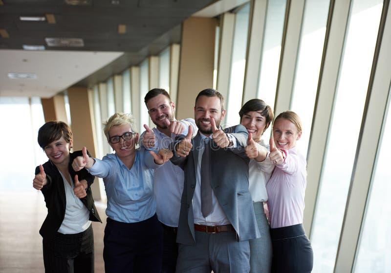 Download 不同的商人小组 库存图片. 图片 包括有 愉快, 破擦声, 拉丁语, 纵向, 会议, 行家, 查找, 总公司 - 62525523