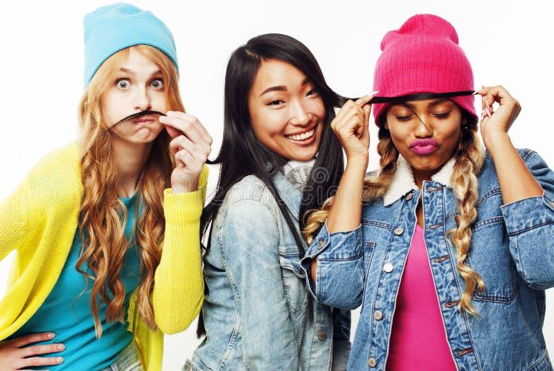 不同的国家女孩小组,少年朋友公司快乐的hav 免版税库存图片