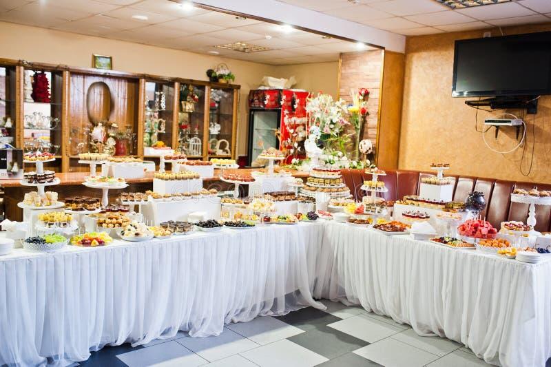 不同的多彩多姿的快餐巨大品种在婚礼Bu的 库存图片