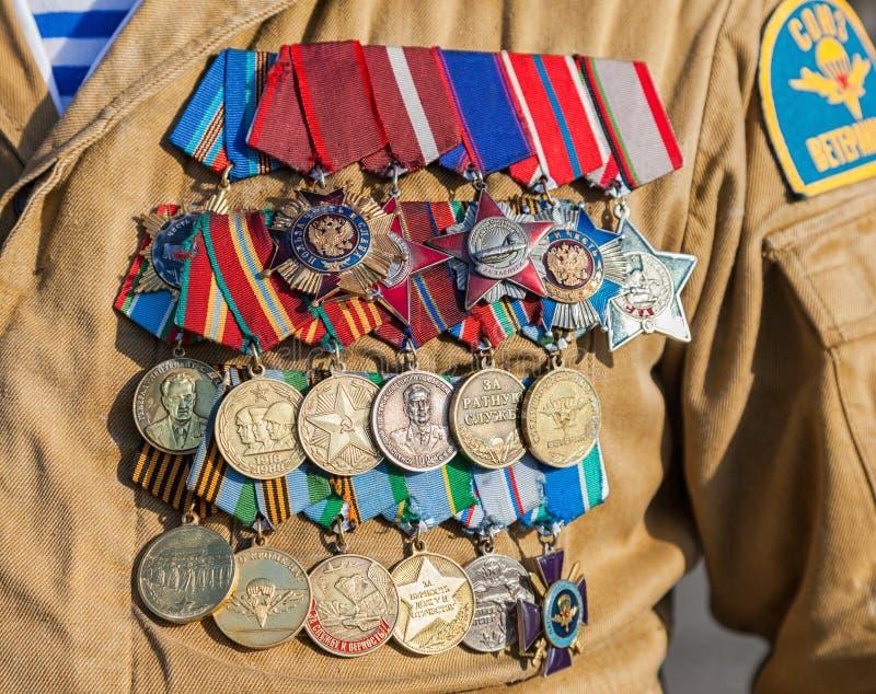 不同的奖和奖牌在制服 图库摄影
