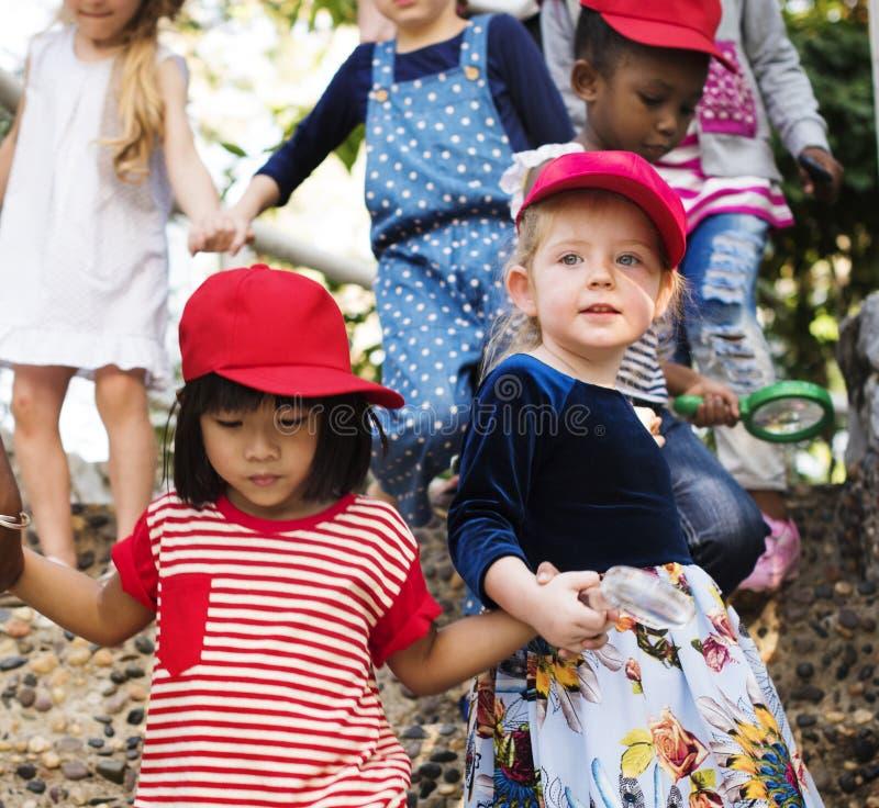 不同的小组fieldrtip的孩子 免版税库存照片