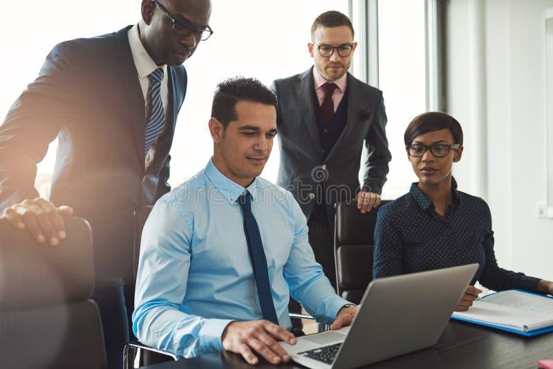 不同的小组商人在会议 免版税图库摄影