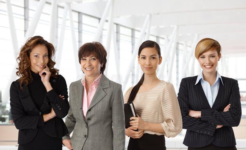 不同的小组女实业家在办公室 免版税库存照片