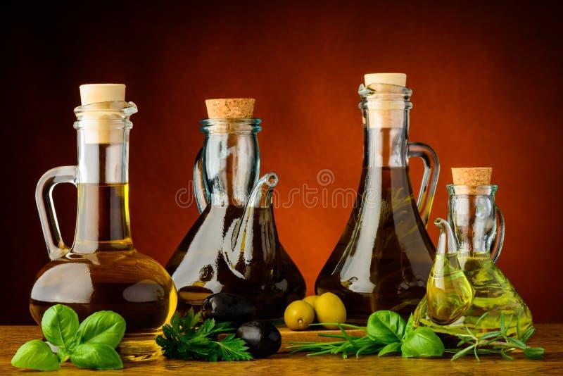 不同的瓶被灌输的橄榄油 免版税图库摄影