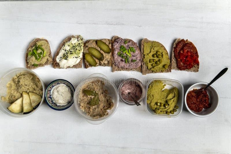 不同的种类五颜六色的三明治 免版税库存图片