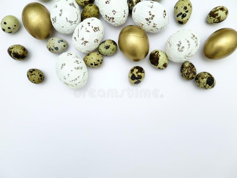 不同的种类在白色背景的复活节彩蛋 库存图片