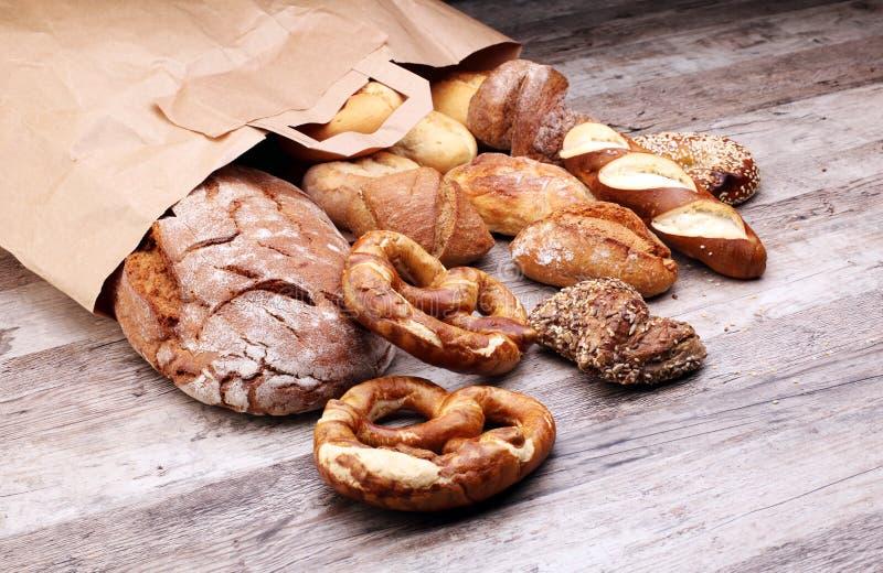 不同的种类面包和小圆面包 库存图片