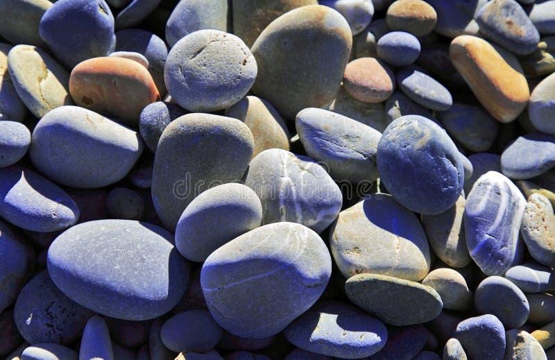 不同的色的小卵石 免版税库存图片