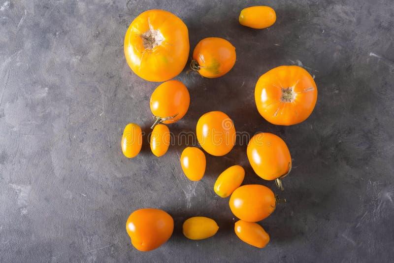 不同的蕃茄种类 五颜六色的蕃茄蕃茄背景 新鲜的蕃茄健康食物概念 库存图片