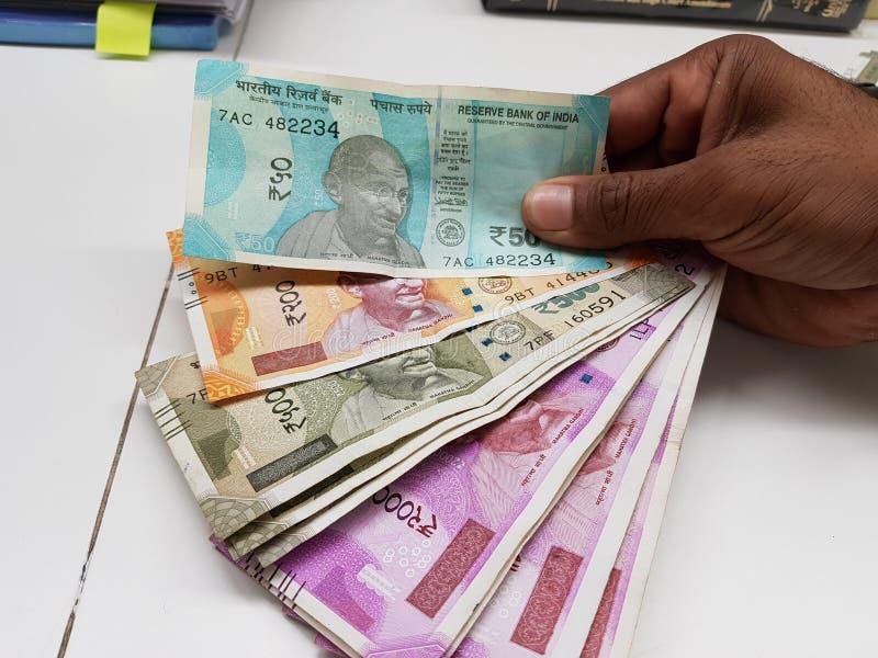 不同的衡量单位印地安货币笔记  库存图片