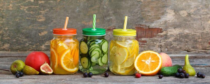 不同的饮料、水果和蔬菜 库存图片