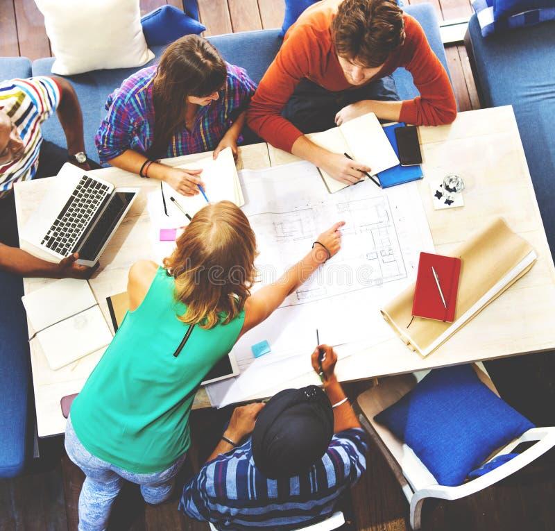 不同的建筑师人小组运作的概念 库存图片
