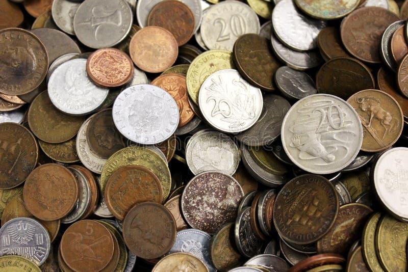 不同的curriencies各种各样的金属硬币  库存照片