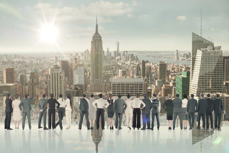 不同种族的商人背面图的综合图象肩并肩站立  免版税库存照片