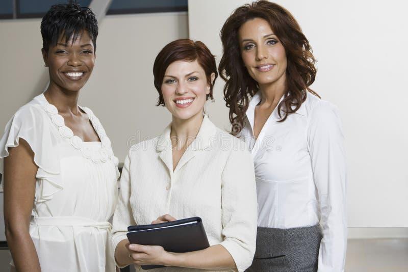 不同种族的女实业家画象  免版税库存图片