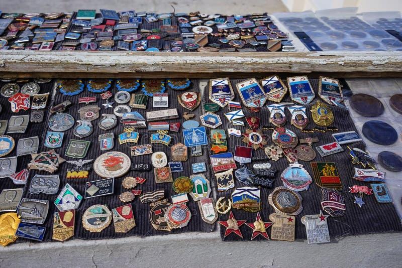 不同象和雕象的汇集的街道销售  库存照片