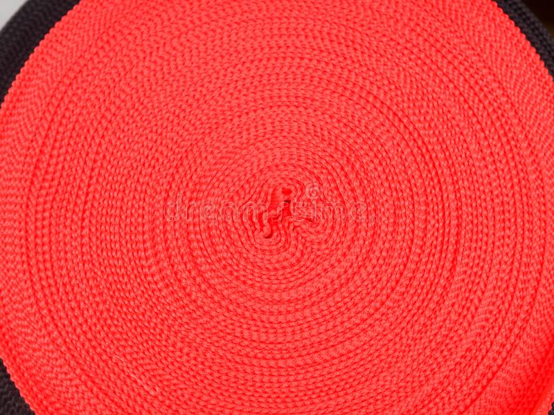 不同颜色丝带在卷的,纺织工业的,衣物制造业许多多彩多姿的卷 免版税图库摄影