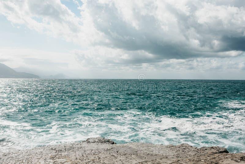 不安定的海的美丽的景色 库存照片