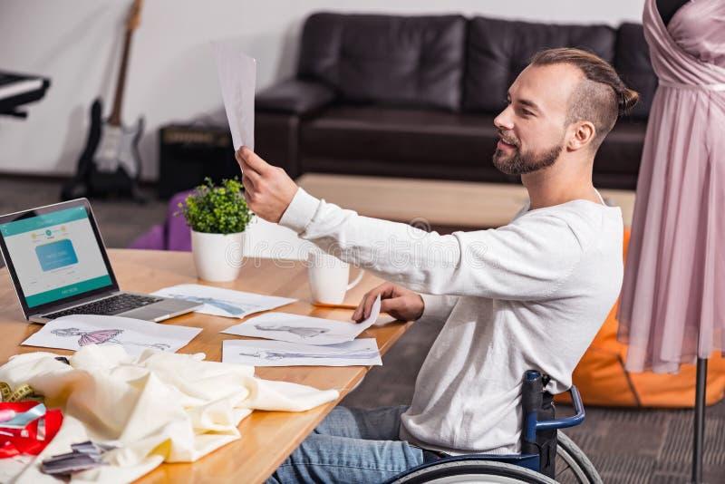 不定的残疾剪裁做出决定 免版税库存照片