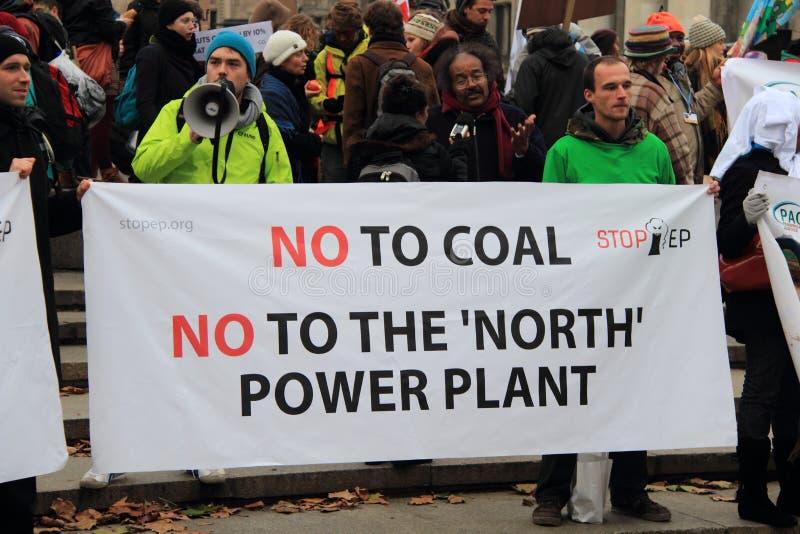不对煤炭 免版税库存照片