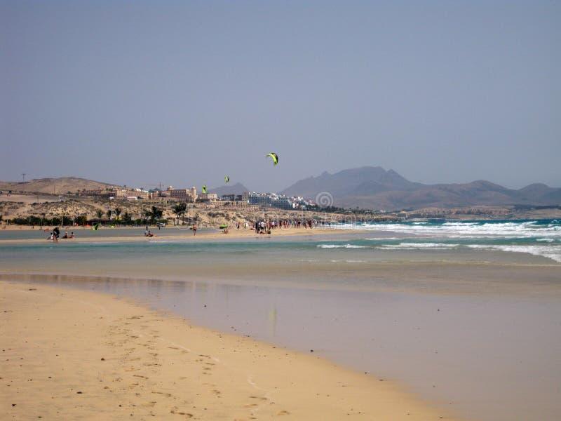 不尽的宽tideland在Gorriones盐水湖,Playa de Sotavento,科斯塔calma,费埃特文图拉岛,西班牙 库存照片