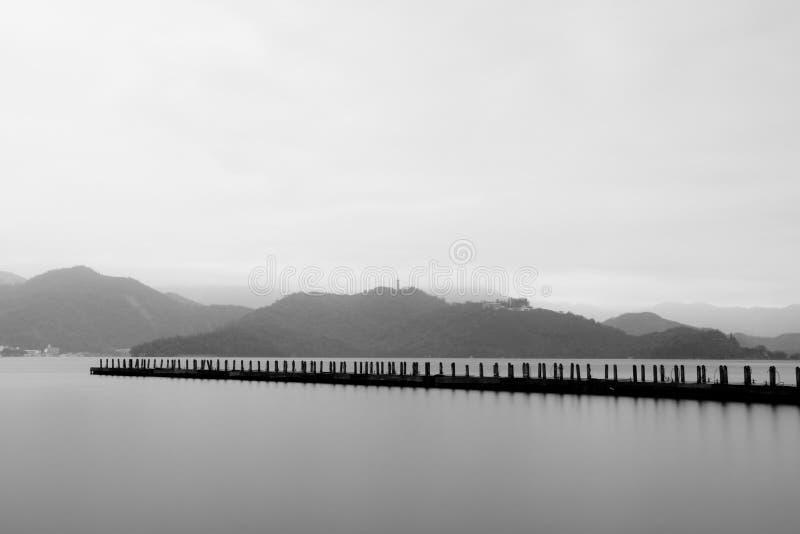 不尽的湖薄雾 图库摄影
